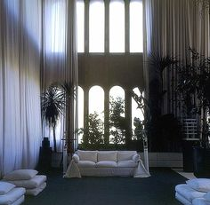 A former Cement Factory is now the workspace and residence of architect Ricardo Bofill Some things grow better with age, and in this case, it is a project completed in 1975 and still worth explorat… Exterior Design, Interior And Exterior, Bright Homes, Loft House, Medieval Castle, Loft Spaces, Ideal Home, Cement, Ricardo Bofill
