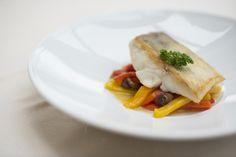Scaloppa di lucioperca su peperoni dolci e olive  #RistoranteLaVeranda in Moltrasio www.hotel-posta.it
