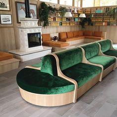 Longchamp hippodrome club Brasserie Paris, Decor Interior Design, Interior Decorating, Art Programs, Velvet Sofa, Longchamp, Custom Made, Entrance, Architecture Design