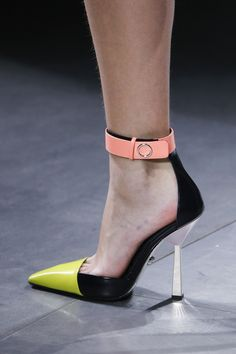Versace Fall 2016 Ready-to-Wear Accessories Photos - Vogue Stilettos, Pumps, Stiletto Heels, Shoe Boots, Shoes Heels, Runway Shoes, Shoes Too Big, Valentino, Beautiful Shoes