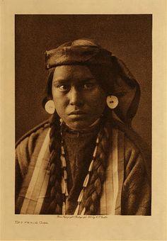 Nez Perce girl, 1910 - Photo by Edward Sheriff Curtis