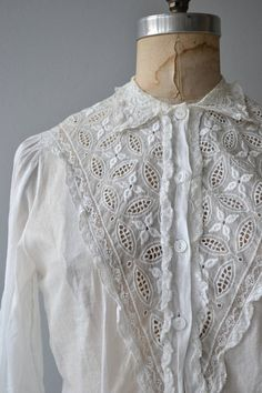 Vintage 1950s white cotton blouse with white floral embroidery and tiny lace trim, 3/4 sleeves and waist darts. --- M E A S U R E M E N T S --- fits like: medium shoulder: 14 bust: 34-38 waist: up to 32 length: 21.5 brand/maker: Sheila June condition: excellent ➸ More tops & sweaters https://www.etsy.com/shop/DearGoldenVintage?section_id=5800171 ➸ Visit the shop http://www.DearGolden.etsy.com _____________________ ➸ instagram | deargolden ➸...