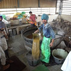 Golden Temple Langar in India - This temple makes delicious food naan stop. Source by tastemade Golden Temple Amritsar, Visit Chile, Faith In Humanity Restored, South America Travel, Travel Scrapbook, Cool Photos, Amazing Photos, Incredible India, Beautiful World