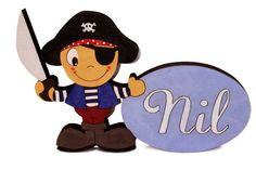 Plaquita Pirata personalizada sobre madera y pintada a mano