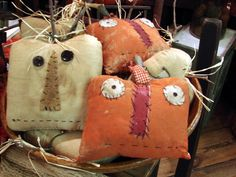 Bucket I love these primitive pumpkins- they look pretty easy- can't wait to make them.I love these primitive pumpkins- they look pretty easy- can't wait to make them. Holidays Halloween, Halloween Crafts, Happy Halloween, Halloween Decorations, Halloween Stuff, Halloween Sewing, Halloween Ghosts, Fall Decorations, Fall Projects