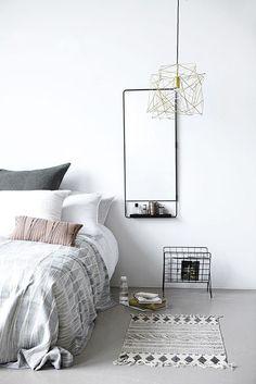 Comenzamos la semana con inspiraci??n para conseguir una decoraci??n minimalista y elegante en el dormitorio. Es una estancia de la casa que debe ser decorada con accesorios??y colores que transmit...