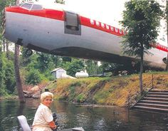 """""""In 1994, a hairstylist in Benoit, Mississippi named JoAnn Ussery lost her 1,400-square-foot house to an ice storm. Ussery had a relative who worked in aviation, and the two came up with the idea to salvage a Continental Airlines 727. It cost her 2 thousand $ to buy the plane, 4 thousand $ to move it to her lakeside lot, and about 24 thousand $ to outfit it comfortably. Ussery did much of the renovation herself, and took advantage of the ample windows and storage bins, as well as lavatory."""""""
