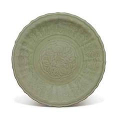 A LARGE LONGQUAN CELADON CARVED CHARGER   MING DYNASTY (1368-1644)