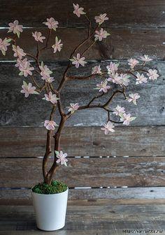 Веточка цветущей вишни из гофрированной бумаги