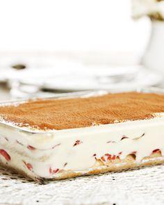 Tiramisu de Morangos Nestlé Portuguese Desserts, Portuguese Recipes, Portuguese Food, Just Cooking, Cooking Time, Brazillian Food, Delicious Desserts, Dessert Recipes, No Bake Cake