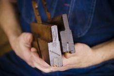 Handplane expert Bill Anderson teaches how to restore antique beading planes. Antique Woodworking Tools, Antique Tools, Old Tools, Woodworking Workshop, Woodworking Videos, Plane Tool, Bill Anderson, Best Garden Tools, Wooden Plane
