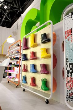 http://retaildesignblog.net/2015/09/06/crocs-exhibition-stand-by-mynt-design-uk/