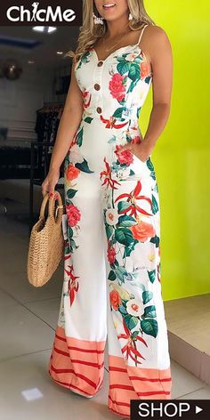 The perfect floral print jumpsuit for a outfit with a Spaghetti Strap. I love the sweat-heart shape neckline. Trend Fashion, Fashion Outfits, Womens Fashion, Leder Outfits, Printed Jumpsuit, Jumpsuit Shorts, Jumpsuit Dressy, Floral Jumpsuit, Joko