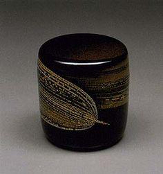 Maki-e lacquer tea caddy by National Living Treasure of Japan, Yoshikuni TAGUCHI (1923~1998)