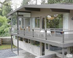 This midcentury Kirk residence in Seattle, Washington, has only seen two owners, and has been able to preserve its original midcentury charm. Modern Balcony, House With Balcony, Modern Deck, Balcony Grill Design, Balcony Railing Design, Mid Century Ranch, Mid Century House, Mid Century Exterior, Modern Ranch
