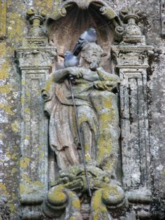 Imagen de San Pedro en la fachada Norte (principal) de la Iglesia de San Juan Bautista.
