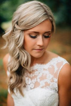 love this simple and romantic wedding hairstyles
