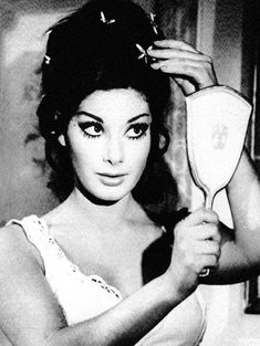 mirror & reflection topic = Edwige Fenech in Madame Bovary Classic Actresses, Beautiful Actresses, Classic Beauty, Timeless Beauty, Vintage Love, Vintage Beauty, Hair Magazine, Hairstyle Magazine, Tumblr