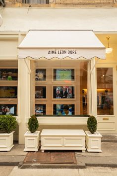 Founder Teddy Santis gave Vogue an in-depth (but off-the-record!) tour of Aimé Leon Dore's gorgeous new store in Nolita. New Era Yankees, Mott Street, Holland House, Herringbone Wood Floor, Aime Leon Dore, Clinic Design, Cool Store, Store Displays, Visual Merchandising