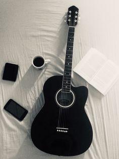 Music Wallpaper, Dark Wallpaper, Guitar Wallpaper Iphone, Guitar Songs, Ukulele, Black Aesthetic Wallpaper, Aesthetic Wallpapers, Acoustic Guitar Photography, Foto Fantasy