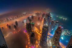دبي يكسوها الضباب