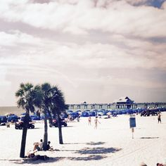 Need to #findareasontogo #sun #sand and #clearwaterbeach that's reason enough for us! Come and join us!  #sightseeing #wanderlust #travelgram #grayline #orlando #blueskies #visitfl #sharealittlesunshine #travel #saltlife #beach #floridabeaches