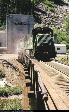 Burlington Northern, Model Trains, Locomotive, Railroad Tracks, Airplane, Logos, Pictures, Trains, Plane