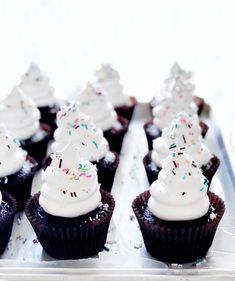 Cloud 9 Jumbo Cupcakes {Quick + Easy!} | Sweetapolita