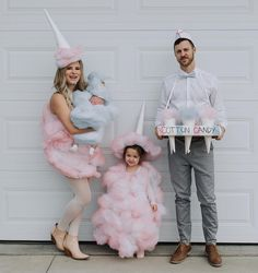 Cotton Candy and Candy Man. - New ideasCandy DIY Halloween costume man couples Make your own cotton candy costume: DIY & Instructions Halloween Bebes, Best Group Halloween Costumes, Family Costumes, Halloween Outfits, Cool Costumes, Costume Ideas, Candy Land Costumes, Cotton Candy Costumes, Circus Family Costume