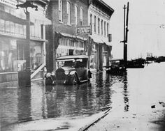 1927 flood, downtown before the Flood Wall