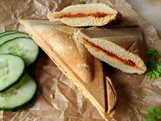 Diétás melegszendvics alacsony szénhidráttartalommal, szendvicssütőben sütve! Háromszög szendvics Dia Wellness Zero 6 lisztből ITT >>> Hot Dog Buns, Hot Dogs, Sandwiches, Tacos, Gluten, Vegan, Diet, Healthy, Ethnic Recipes