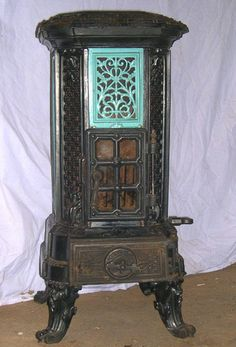 Calorifère Wood/coal burner, from antiquefrenchstov. Antique Wood Stove, How To Antique Wood, Old Wood, Multi Fuel Burner, Multi Fuel Stove, Old Stove, Stove Oven, Coal Burning Stove, Wood Burning