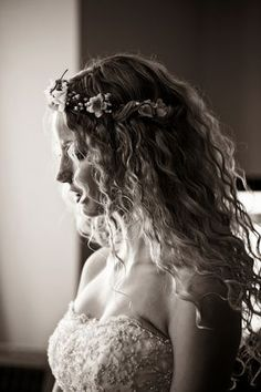 Wedding Hair - Natural Curls. I could pull this one off. :P Just take a shower and ta da!!