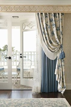 Window Treatment Ideas - Whether you're trying to find curtains, tones or something in between, here are incredible home window treatments that are DIY-friendly. Bedroom Drapes, Home Curtains, Curtains With Blinds, Window Curtains, Window Seats, Luxury Curtains, Mini Blinds, Wood Blinds, Luxury Bedding