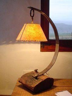 Lámparas de mesa y de pie . Barrel Furniture, Wood Furniture, Lampe Art Deco, Driftwood Lamp, Steampunk Lamp, Wooden Lamp, Rustic Lighting, Lampshades, Wood Design