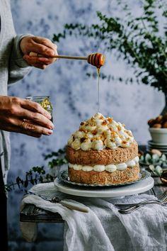 nuts and cream cake . Cake Cookies, Cupcakes, Cream Cake, Macaroons, Food Design, I Love Food, Food Photography, Sweet Treats, Food And Drink