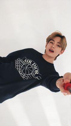 Foto Bts, Bts Photo, Bts Taehyung, Bts Bangtan Boy, Taehyung Smile, Daegu, V Bts Wallpaper, Disney Phone Wallpaper, Bts Aesthetic Pictures