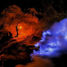 Enjoy the blue fire at Mount Ijen, East Java, Indonesia   Photo by: Anindika  IG: @dierdranindika