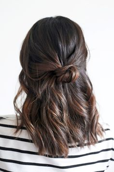 hairsiration // a loose half-up top knot // whhhaaa