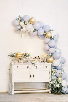 The Best Balloon Ideas For Weddings Including Giant, Foil & Slogan Balloons
