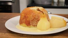Steamed sponge with custard and pears