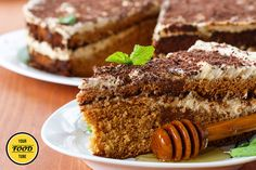 This moist honey cake is an ideal breakfast and sweet treat for any season. Rich, moist, and very delicious, here is the recipe: Ingredients: 440 grams (3