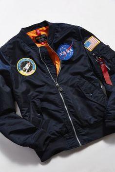 Nasa Jacket, Flight Bomber Jacket, Bomber Jacket Men, Bomber Jackets, Bomber Man, Men's Jackets, Pull Nasa, Nasa Clothes, Nasa Astronauts