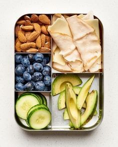 Diet Recipes 10 Easy Keto Lunchbox Ideas — A Lunch Box for Everyone - High-fat, low-carb meals you'll love. Lunch Meal Prep, Healthy Meal Prep, Healthy Drinks, Healthy Snacks, Healthy Eating, Dinner Healthy, Paleo Kids Lunches, Diabetic Snacks Type 2, Keto Meals Easy
