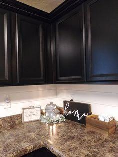 Kitchen Cabinets Brackets, Backsplash With Dark Cabinets, Farmhouse Kitchen Cabinets, Modern Farmhouse Kitchens, Kitchen Backsplash, Cool Kitchens, Farmhouse Style, Backsplash Ideas, Diy Kitchen Island