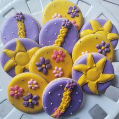 Galletas decoradas para fiesta infantil con el tema de Rapunzel..