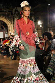 trajes de flamenca con escote en la espalda - Buscar con Google