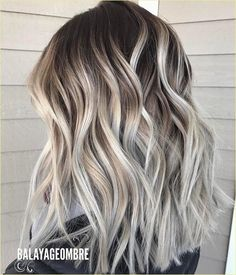 Icy blonde ombré from mid-brown roots // From the softer, beige-blonde shades we move on to blue-whi Balayage Lob, Ash Blonde Balayage, Blonde Ombre, Beige Blonde, Lob Ombre, Blonde Brunette, Onbre Hair, Dye Hair, Curly Hair