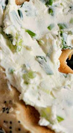 Scallion Cream Cheese Bagel Spread - A Family Feast® Coffe Recipes, Brunch Recipes, Breakfast Recipes, Snack Recipes, Cooking Recipes, Snacks, Flavored Cream Cheeses, Flavored Butter, Cream Cheese Recipes