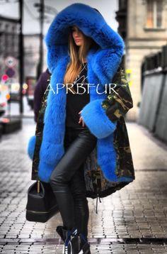 fur lined parka Fur Lined Coat, Fur Coats, Fur Fashion, Parka, Winter Jackets, Beautiful Women, Fashion Guide, Furs, Pretty